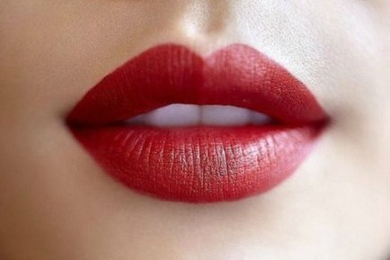 Tips-and-tricks-for-fuller-lips