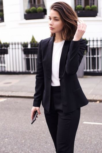 95e04b28be84d6252ac1f5b4912c4e91--business-woman-attire-womans-suits-business